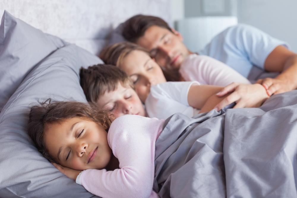 картинки где спит семья обозрения